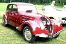 Peugeot 402 B Légère, gebaut von 1938 bis 1939. Die Windschutzscheibe ist nicht geteilt und der hintere Aufbau ist identisch mit der 202 Limousine