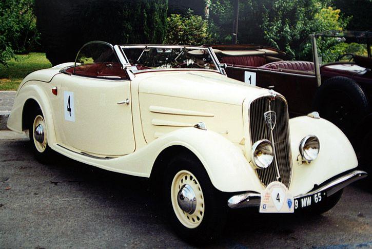 Ein rares Modell, der 401 D Eclipse, Modell CE1 von 1935. Das Stahldach konnte elektrisch im Kofferraum versenkt werden. Dieses System wurde von Paulin entwickelt
