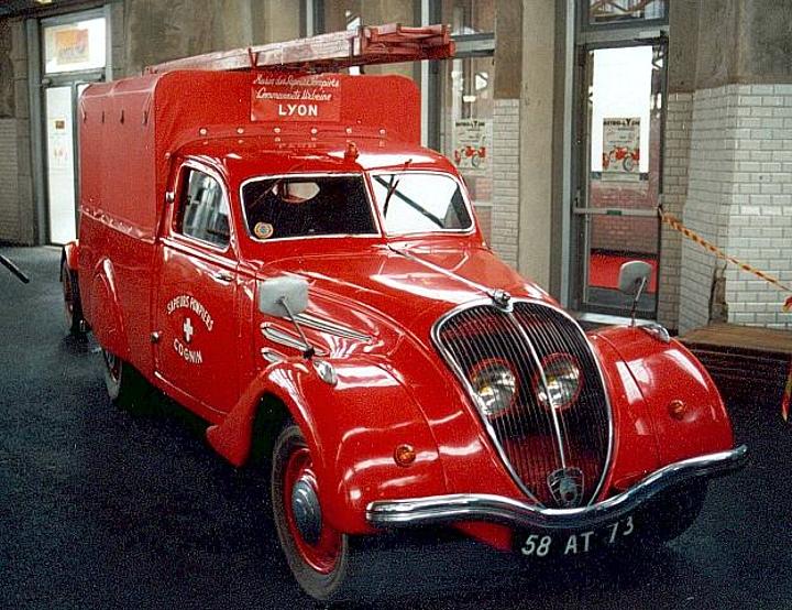 Peugeot 402 Feuerwehr Lyon